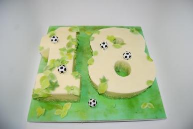 Football '18' cake
